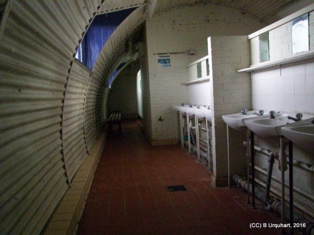 hut-53-int-sinks-mirror