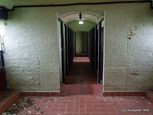 hut-48-int-toilet-cubicles