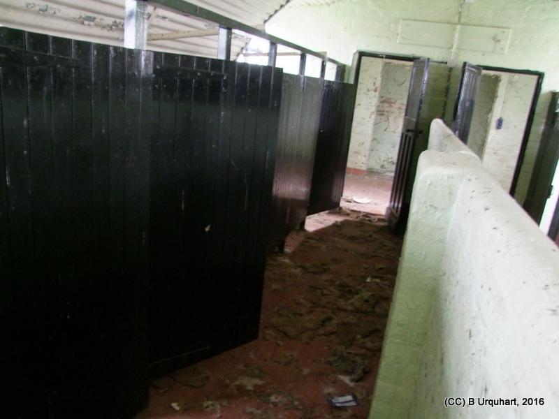 hut-68-int-east-toilet-cubicles